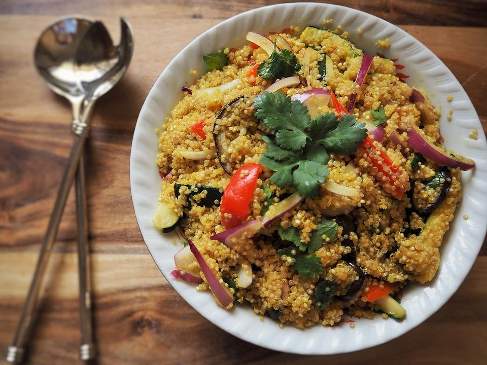 Sałatka z quinoa w stylu śródziemnomorskim