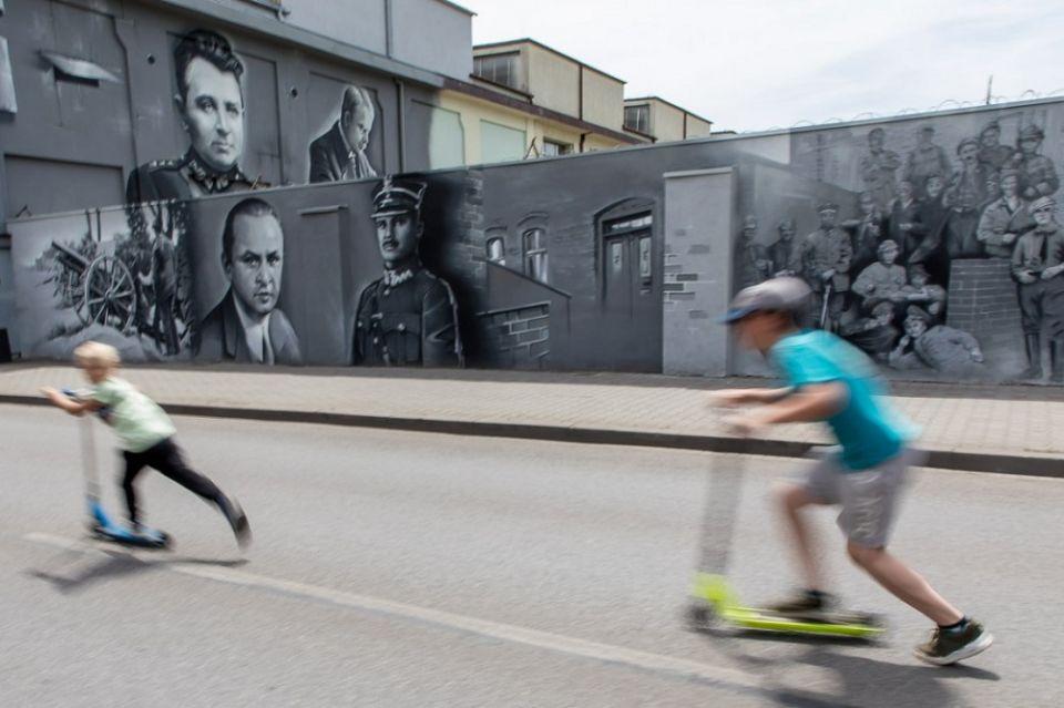 W Siemianowicach Śląskich powstał mural na stulecie Powstań Śląskich - galeria