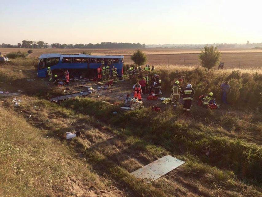 Wypadek autokaru przewożącego dzieci z zespołu pieśni i tańca ze Śląska - galeria