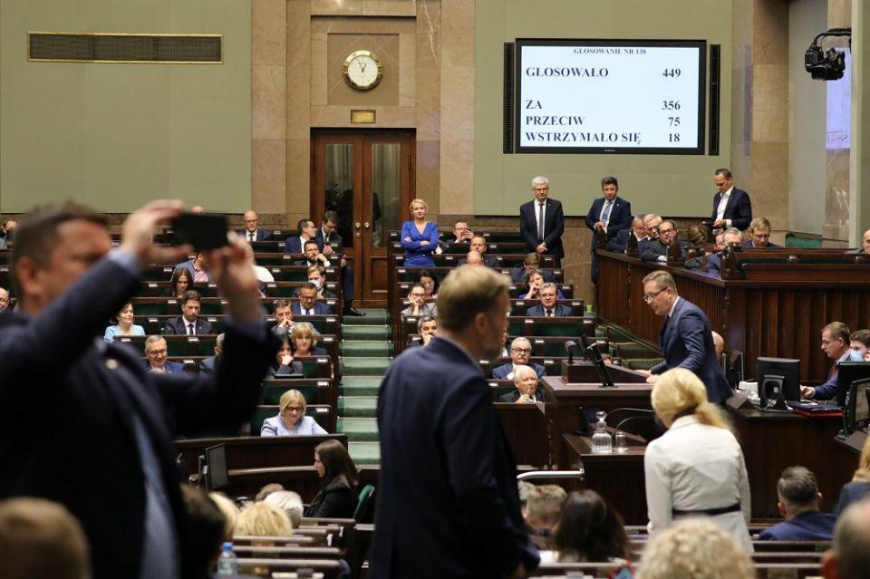 Sejm przegłosował ustawę o ochronie zwierząt - galeria