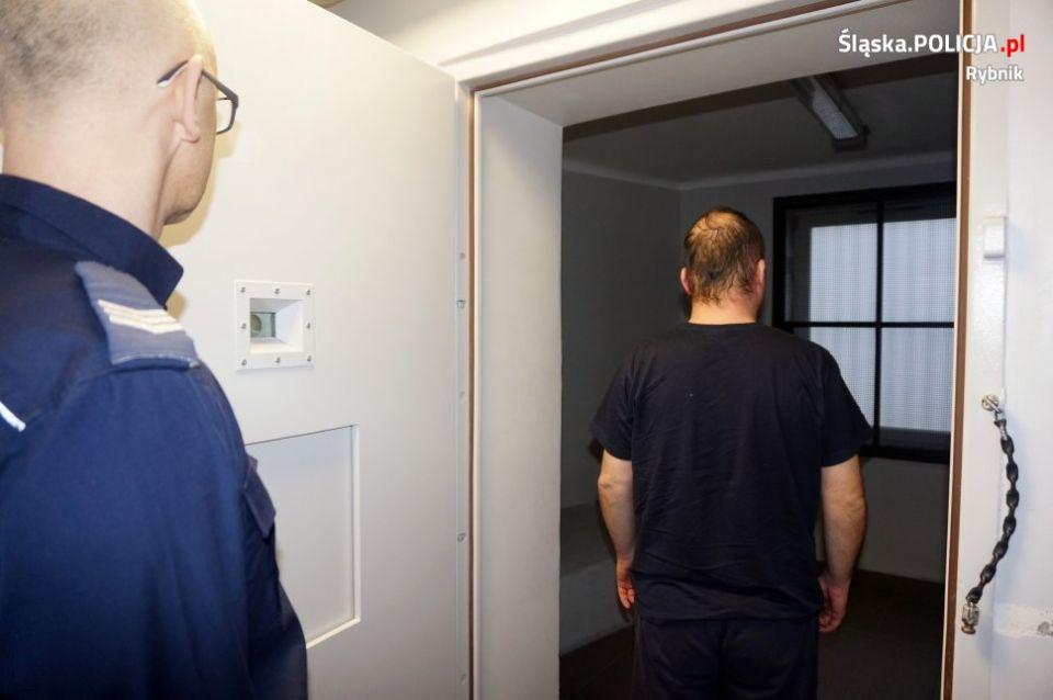 Areszt tymczasowy dla 29-latka, podejrzanego o podpalenie kamienic w Czerwionce-Leszczynach - galeria