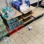 Koronawirus wywołuje coraz większą panikę. Klienci szturmują sklepy. Rząd uspokaja - galeria