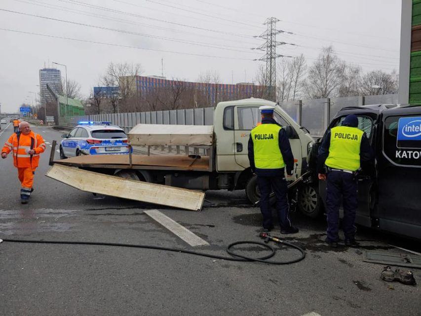 W Katowicach na autostradzie A4 w kierunku Wrocławia doszło do wypadku - galeria