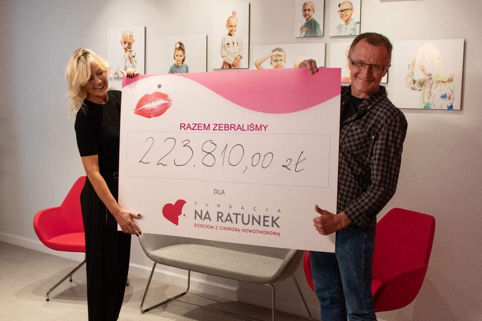 Ponad 220 tysięcy złotych zebranych w akcji Dzień Szpilek - galeria