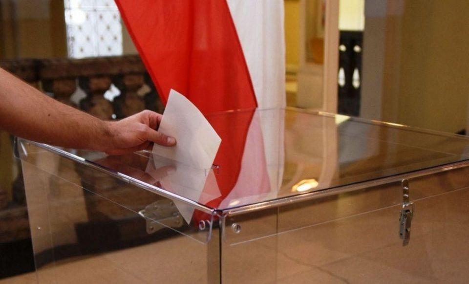 Druga tura wyborów prezydenckich 2020. Polacy ruszyli do urn - galeria