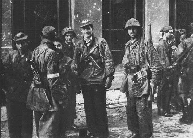 76 lat temu wybuchło Powstanie Warszawskie. W całym kraju o godzinie 17 zawyją dziś syreny - galeria