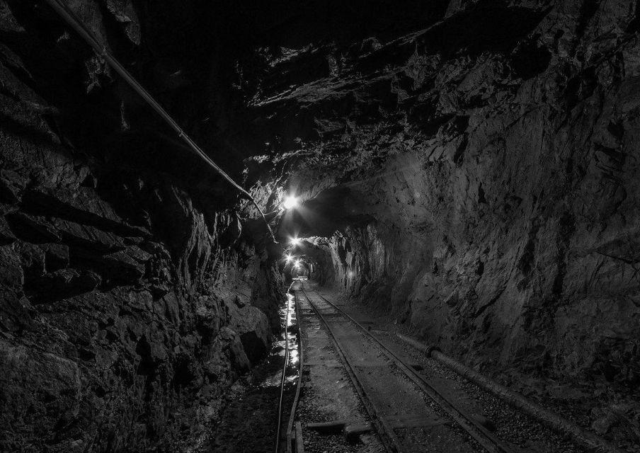 Śmiertelny wypadek w KWK Staszic-Wujek w Katowicach. Górnika przysypały skały - galeria