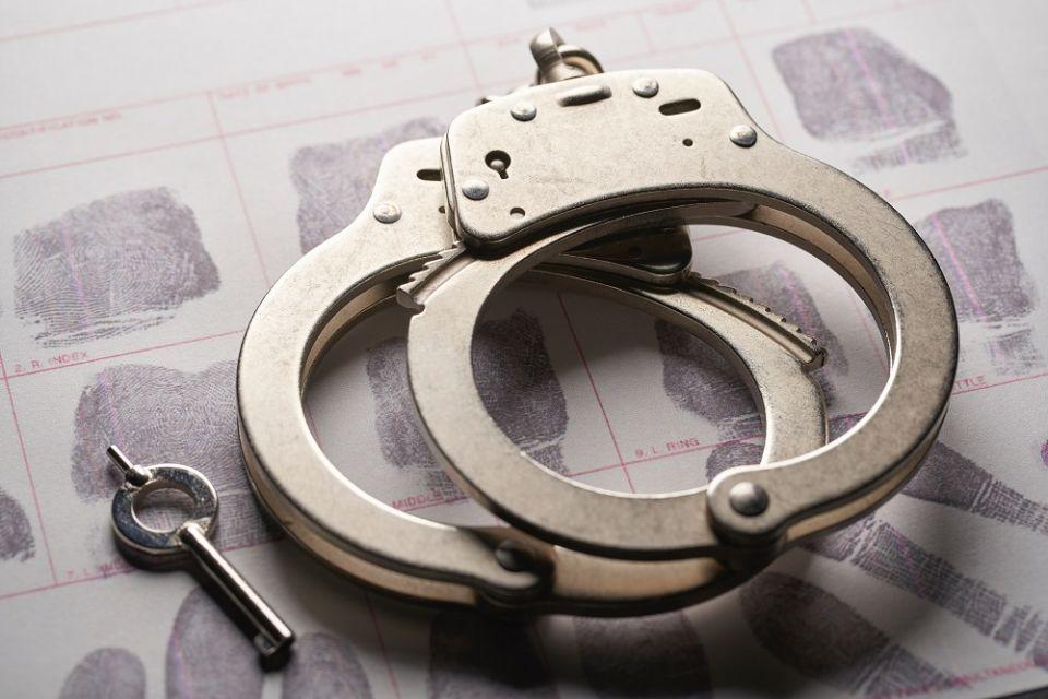19-latek, który zaatakował policjantów nożem, usłyszał zarzut usiłowania zabójstwa - galeria