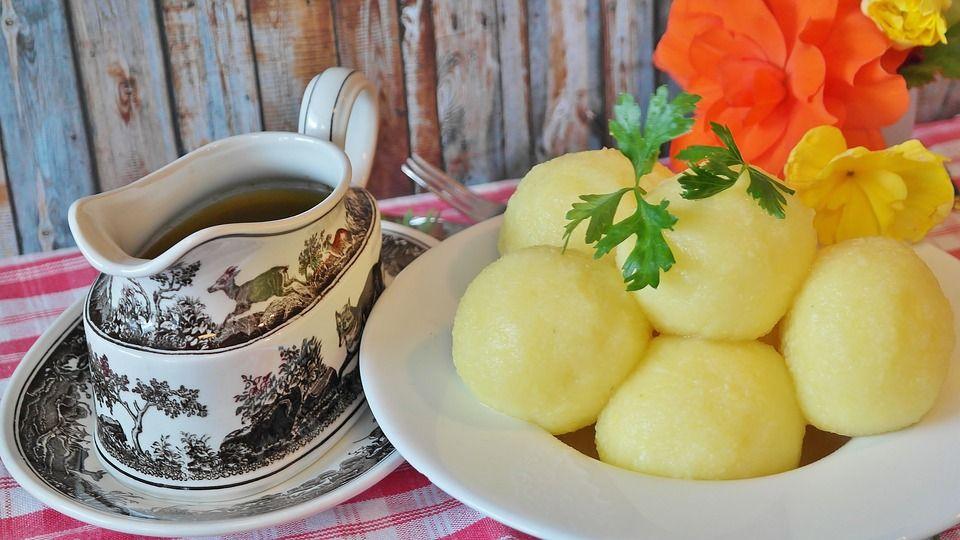 Kluski śląskie z sosem grzybowym - galeria