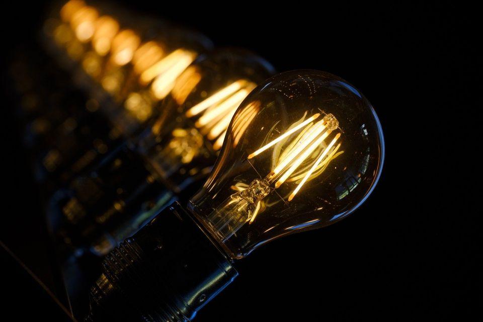 Jest decyzja URE! W 2020 roku klienci Tauronu zapłacą więcej za prąd - galeria