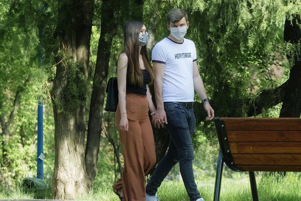 Szumowski: dzisiaj lub jutro decyzja ws. zniesienia obowiązku noszenia maseczek na ulicach - galeria