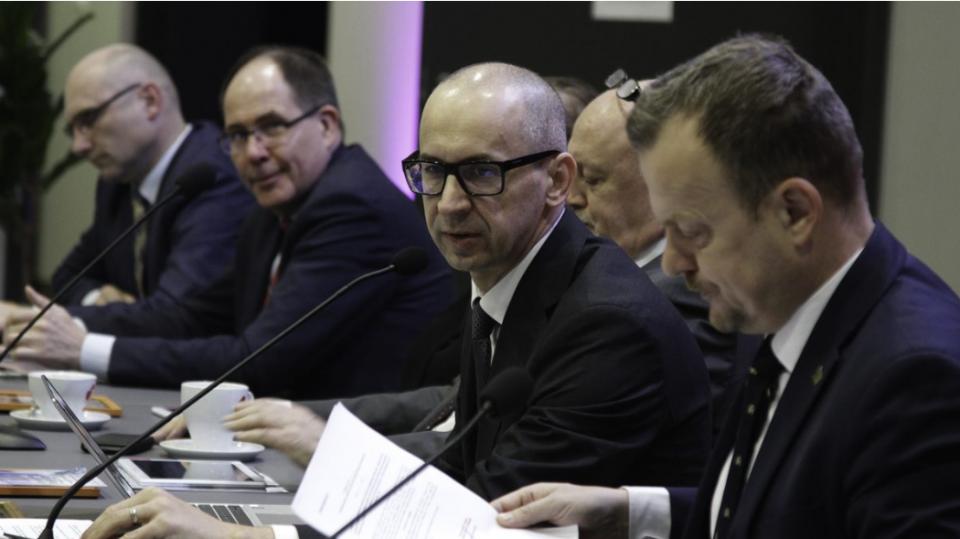 Metropolia chce przekazać co najmniej 9 mln zł na walkę z koronawirusem - galeria