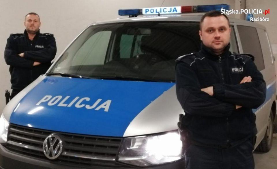 Wbiegł do płonącego budynku i uratował 3 osoby – bohater to sierż. sztab. Piotr Kolodziej, policjant z Raciborza - galeria