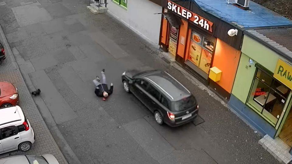 W Rudzie Śląskiej kierowca potrącił pieszego, który wcześniej zwrócił mu uwagę, że jedzie pod prąd - galeria