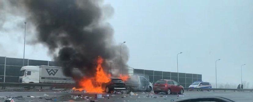 Karambol na A4. Auta stanęły w płomieniach. Duże utrudnienia dla kierowców! - galeria