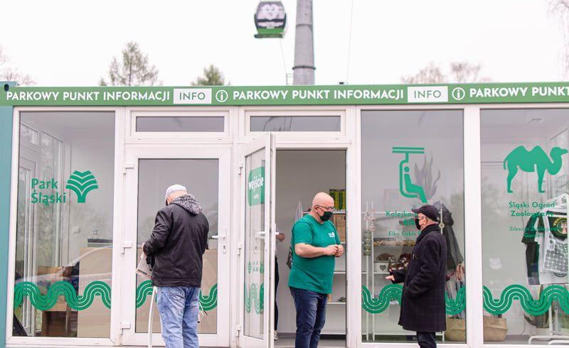 Mieszkańcy woj. śląskiego tłumnie ruszyli na szczepienie przeciw COVID-19 - galeria