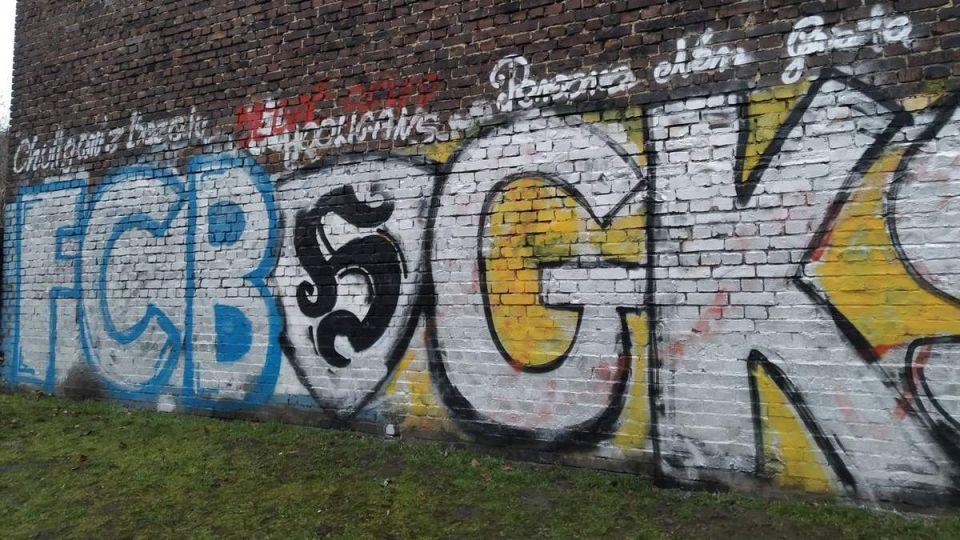 W Katowicach kibice GKS-u sami chcą naprawić szkody wyrządzone przez wandali - galeria
