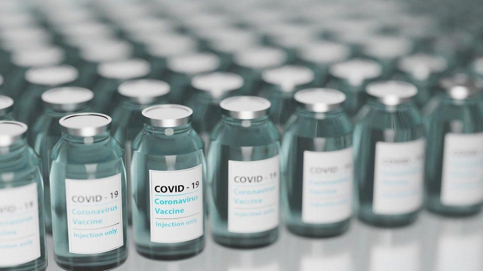 Zatrzymano mężczyznę, który sprzedawał szczepionki przeciw COVID w Internecie - galeria