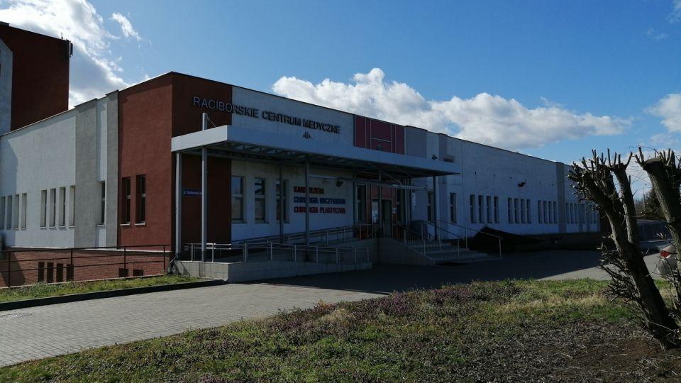 Szpital w Raciborzu ewakuuje pacjentów – 100 osób zostanie przeniesionych do innych placówek - galeria