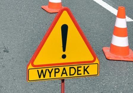 Poważny wypadek w Katowicach: osobówka wjechała pod cysternę – na miejscu lądował LPR - galeria