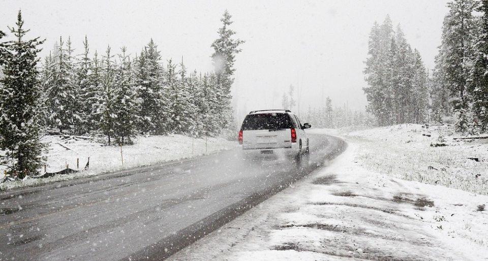 Policja apeluje o ostrożność i dostosowanie prędkości samochodu do warunków pogodowych! - galeria