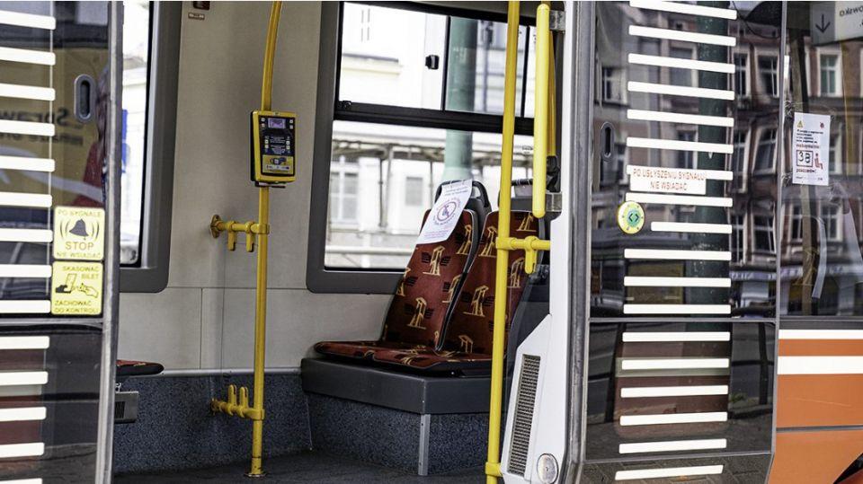 ZTM: Więcej pasażerów może jeździć autobusami, tramwajami i trolejbusami. Sprawdź jakie są limity - galeria
